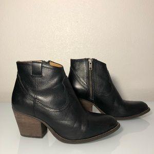 Steve Madden women's booties western size 6